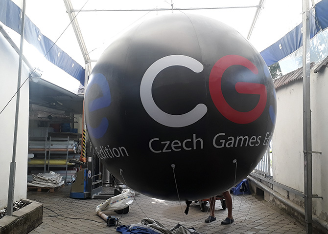 A huge balloon with the CGE logo